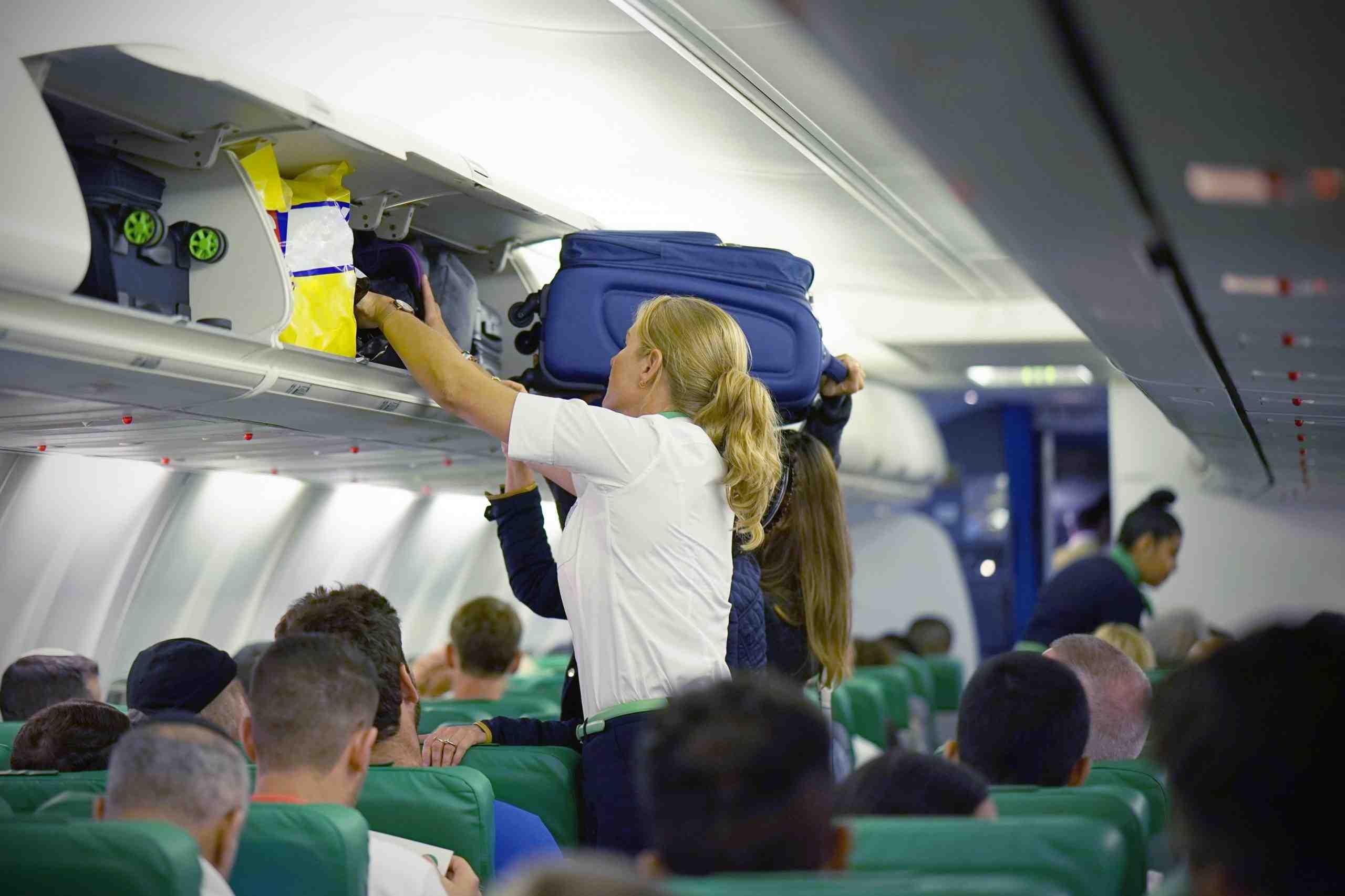 Flugbegleiterin erklärt, wieso sie Gäste vor dem Flug genau mustert