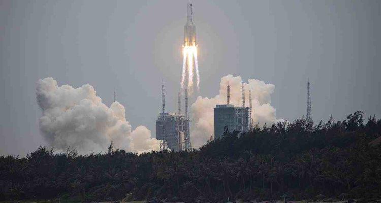 Chinesische Rakete fällt zurück zur Erde