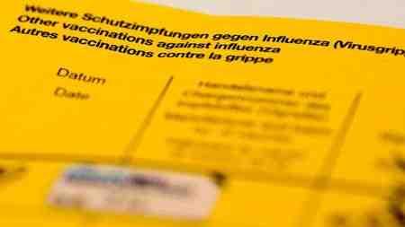 Experten raten zur Vorsicht bei Impfpass-Fotos