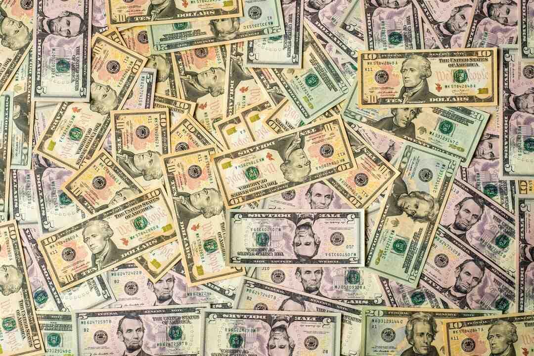 Welche Farbe haben Dollar Scheine?